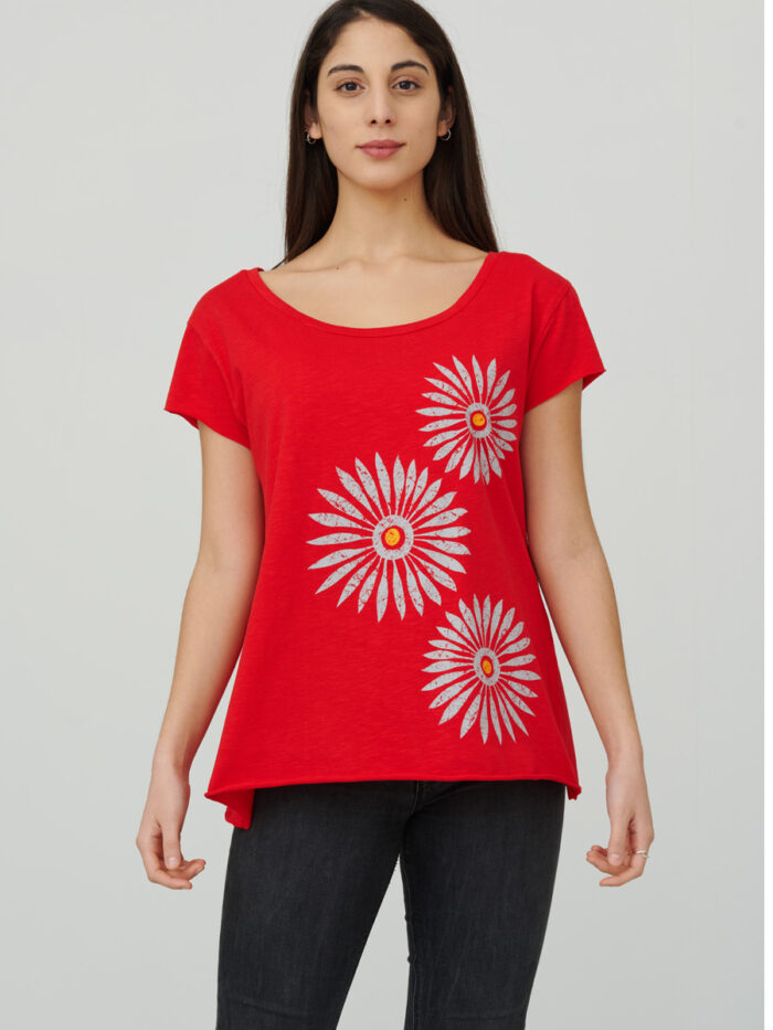 womens_back-slit_rosettes_red_front_inspira