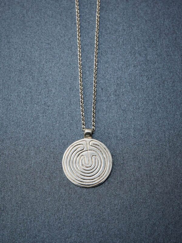 necklace_labyrinth_inspira